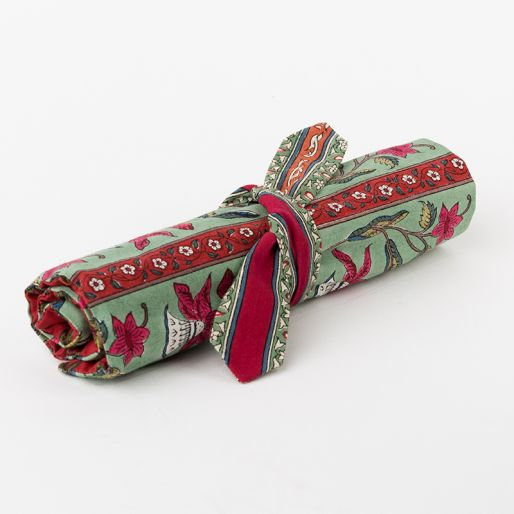 Brush Cover (Green-Red Daffodil)