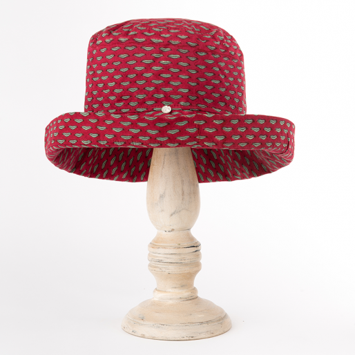 Mama Hat (Lips On Red)